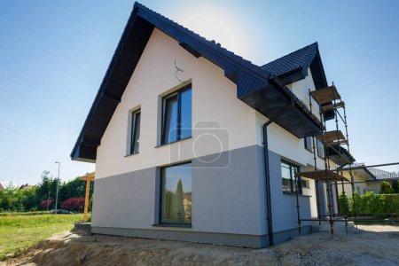 Nouvellement construit maison avec un fini plâtre et peinture