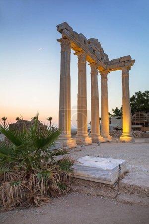 Photo pour Le temple d'Apollon à Side au coucher du soleil, Turquie - image libre de droit