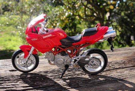 Отличный мотоцикл Ducati моделл в