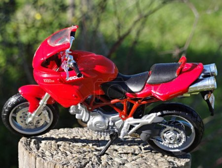 Great Ducati motorbike modell in