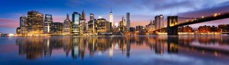 Photo pour New York - magnifique lever de soleil sur manhattan avec manhattan et brooklyn bridge USA - image libre de droit