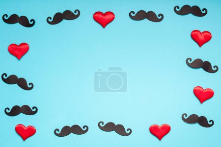 flatlay créatif vue aérienne rétro élégant en papier noir photomaton accessoires moustaches turquoise espace de copie arrière-plan. Hommes santé conscience mois pères jour masculinité concept blog médias sociaux