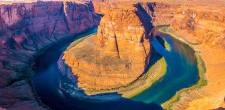 Photo pour Vue panoramique de Horseshoe Bend, Colorado près de Page, Arizona, USA - image libre de droit