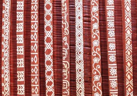 Photo pour Eléments de conception de plafond traditionnel dans une maison à Oman - image libre de droit
