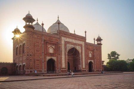Mosque Mihman Khana of taj