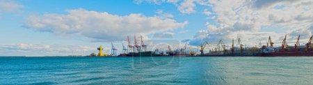 Port terminal morski blisko