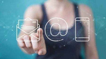 Photo pour Femme d'affaires sur fond flou en utilisant l'icône de contact de ligne mince - image libre de droit