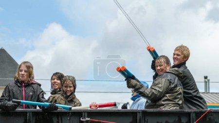 eagle / idaho - 9. Juni: Kinder spritzen die Menge während der Adler-Spaß-Tage Wasserparade in eagle, idaho