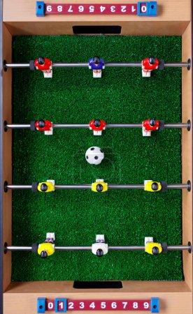 Photo pour Football de table joueurs de jeu de kicker, vue de dessus - image libre de droit