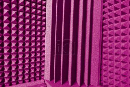 Foto de Absorbente de espuma acústica y trampas de graves para amortiguar el sonido de fondo púrpura - Imagen libre de derechos