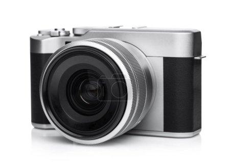 Photo pour Appareil de photo numérique reflex avec poignée en cuir noir avec objectif sur fond blanc. - image libre de droit