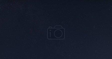 Photo pour Étoiles dans le ciel à la nuit foncée - image libre de droit