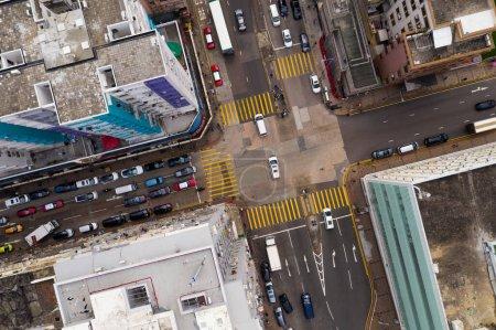Photo pour Sham Shui Po, Hong Kong, 14 avril 2019 : Vue du haut vers le bas du trafic de Hong Kong - image libre de droit