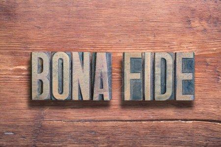 Photo pour Signification latine ancienne authentique - bonne foi, combiné sur une surface en bois verni vintage - image libre de droit