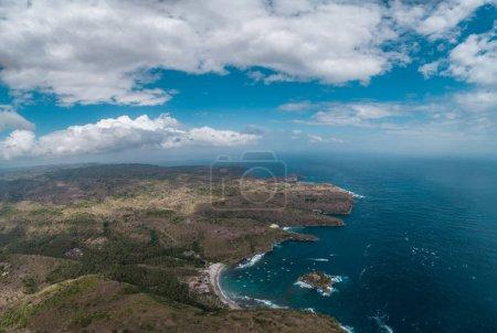Photo pour Vue aérienne par drone de la magnifique baie Crystal de Nusa Penida, Bali, Indonésie - image libre de droit