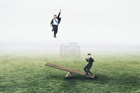 Photo pour Excité Jeune homme d'affaires sautant et volant concepts - image libre de droit