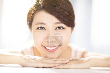 Photo pour Closup jeune femme avec les concepts de soin de peau - image libre de droit