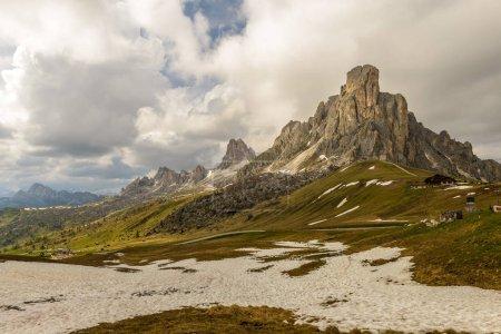 Wiosenny krajobraz z Passo Giau w pobliżu Cortina d Ampezzo Alpy Dolomity, Włochy