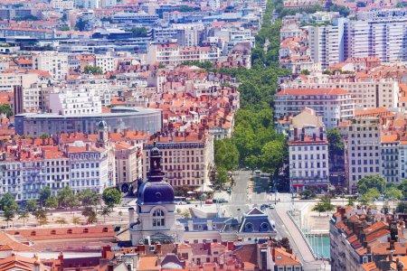 Photo pour Vue aérienne du paysage urbain de Lyon avec le célèbre hôtel Dieu, France - image libre de droit