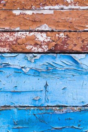 Photo pour Vieille peinture bleue fissurée au fil du temps. Photo en gros plan, petite profondeur de champ - image libre de droit