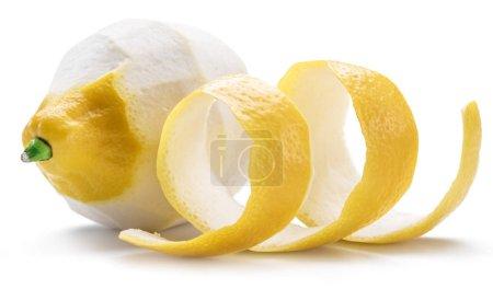 Photo pour Pelées de citron et le zeste de citron sur fond blanc. Gros plan. - image libre de droit