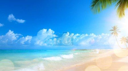 Foto de Arte vacaciones de verano; fondo de playa tropical - Imagen libre de derechos