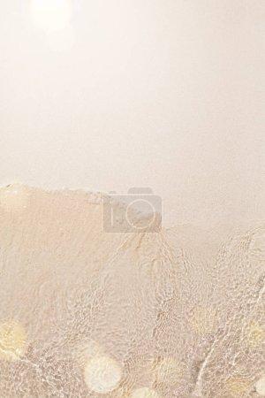 Foto de Verano fondo de playa tropical; arena y agua - Imagen libre de derechos
