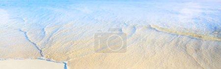 Foto de Playa de la Isla Tropical; Borde de arena y aguas - Imagen libre de derechos