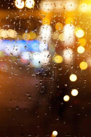 Foto de Night city autumn rain background; window glass reflectio - Imagen libre de derechos