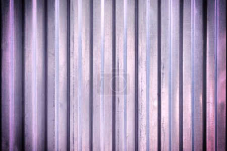 Photo pour Clôture avec texture de métal ondulé - image libre de droit