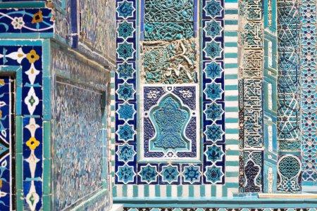 Photo pour Détail de la façade du cimetière saint historique de Shahi Zinda à Samarkand, Ouzbékistan . - image libre de droit