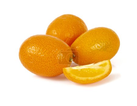 Photo pour Fruit kumquat frais isolé sur fond blanc - image libre de droit