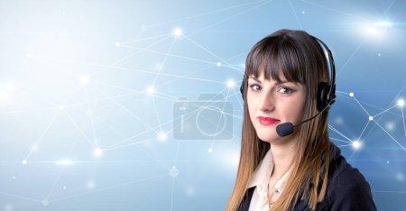 Photo pour Jeune télévendeur féminin avec fond bleu et concept de connectivité - image libre de droit