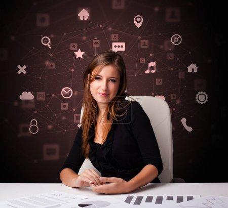 Photo pour Secrétaire travailler avec bureau et concept multitâche - image libre de droit