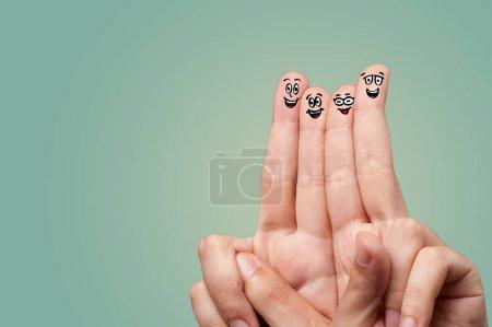 Photo pour Doigts intelligents souriants et câlins - image libre de droit