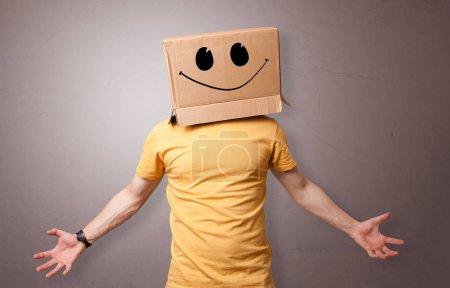 Photo pour Homme avec tête de boîte en carton - image libre de droit