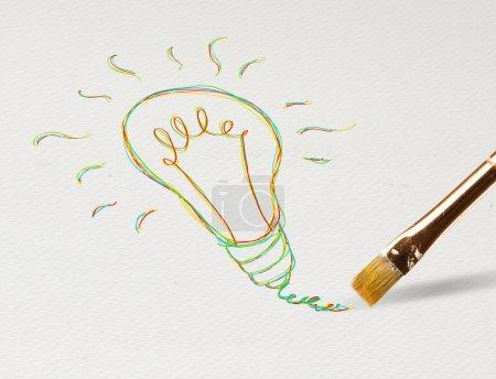Photo pour Crayon dessin ampoule nouvelle idée sur papier blanc - image libre de droit