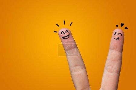 Photo pour Waggish doigts heureux avec concept de team building - image libre de droit