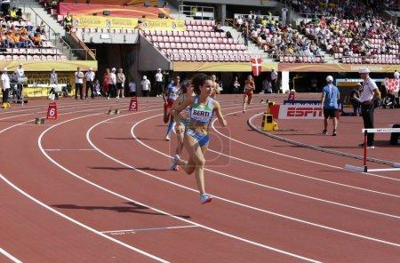 Photo pour TAMPERE, FINLANDE, le 11 juillet : BEATRICE BERTI (SAN MARINO) disputant 400 mètres haies au Championnat du monde des moins de 20 ans de l'IAAF à Tampere, Finlande 11 juillet, 2018 - image libre de droit
