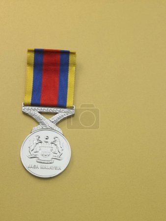 Photo pour La Malaisie Pingat Jasa (Pjm) (anglais: Médaille du Service en Malaisie), médaille donnée par le roi et de Malaisie Malaisie les Forces armées gouvernementales aussi offert aux prix, aux membres des forces du Commonwealth - image libre de droit