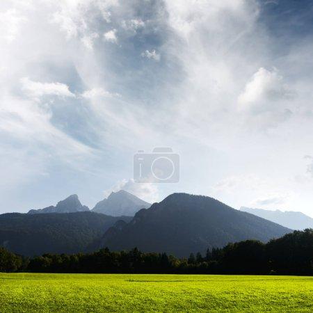 Hermosa vista sobre altas montañas