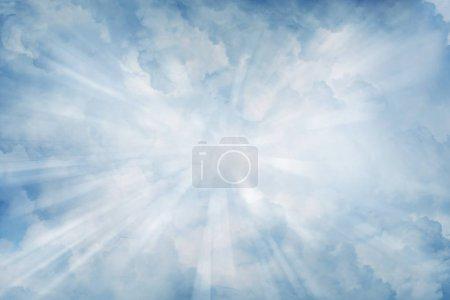 Photo pour Rayons lumineux brillants dans les nuages - image libre de droit