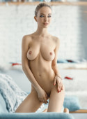 beautiful girl posing nude