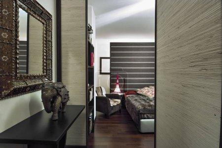 Photo pour Plans intérieurs d'un grand moderne avec sol en bois - image libre de droit