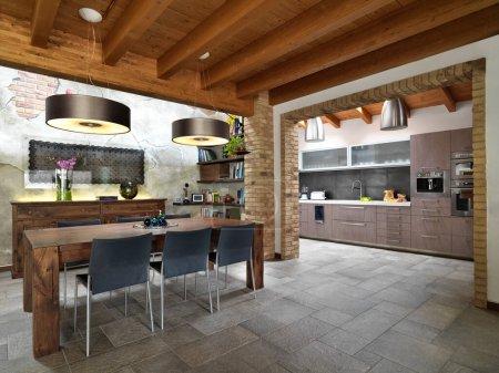 Photo pour Intérieurs d'une salle à manger dans le salon donnant sur la cuisine avec sol carrelage et poutres apparentes plafond - image libre de droit