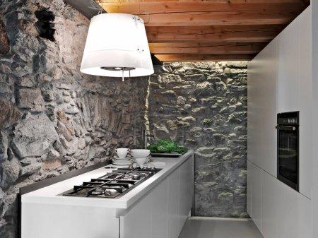 Photo pour Intérieurs plans d'un mobilier de cuisine moderne dans la salle rustique avec plafond en bois et murs en pierre - image libre de droit