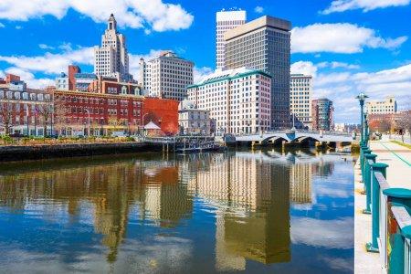 Photo pour Providence, Rhode Island, USA downtown skyline on the river. - image libre de droit