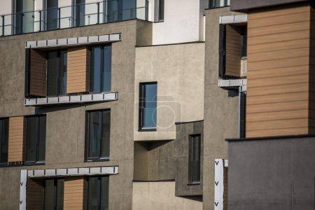 Photo pour Conception contemporaine de maisons de vie multifamiliales. Appartements de luxe modernes bâtiments - image libre de droit
