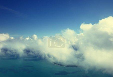 Photo pour Nuages et ciel parfait - image libre de droit