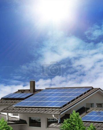 Foto de Sistema de panel solar en el techo de la casa, fondo de cielo azul soleado, concepto de energía verde - Imagen libre de derechos